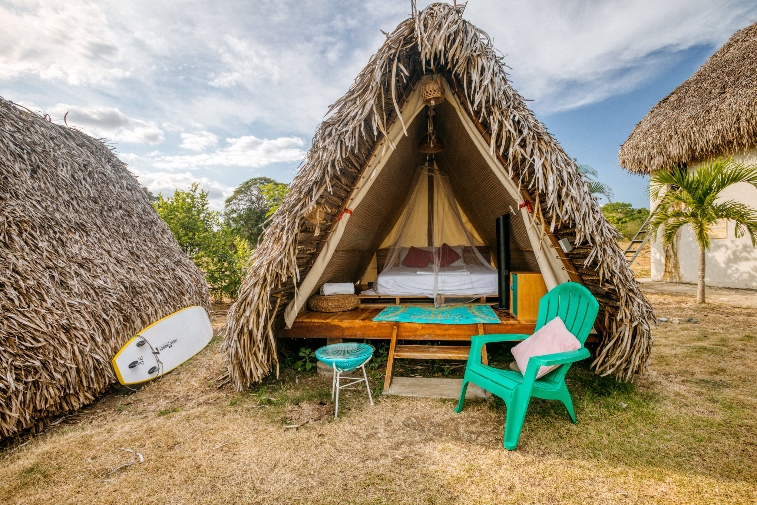 TEPEE TENTPACKAGE - EARLY BIRD*: $1.249,- / FULL PRICE: $1.399*Early Birds available until May 1stConnect with nature while sleeping in style. Teepees come with beds (sizes vary) and all the basic essentials (outlets, mosquito net, hot water, free toiletries, a fan, linens, lockers etc.). Roll out of bed and greet the your fellow Wanderbriefers from your personal sitting area. It's the perfect way to reflect on your Bootcamp day while falling asleep to the sound of the waves.
