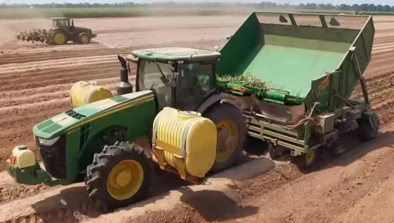 """Sembradora de caña Traube Engineering - """"Con un avance de siembra de hasta 2 hectáreas por hora y capaz de realizar labores nocturnas de forma segura, está sembradora viene a sacarnos de apuros""""-Personal Ingenio San Antonio, Nicaragua-"""