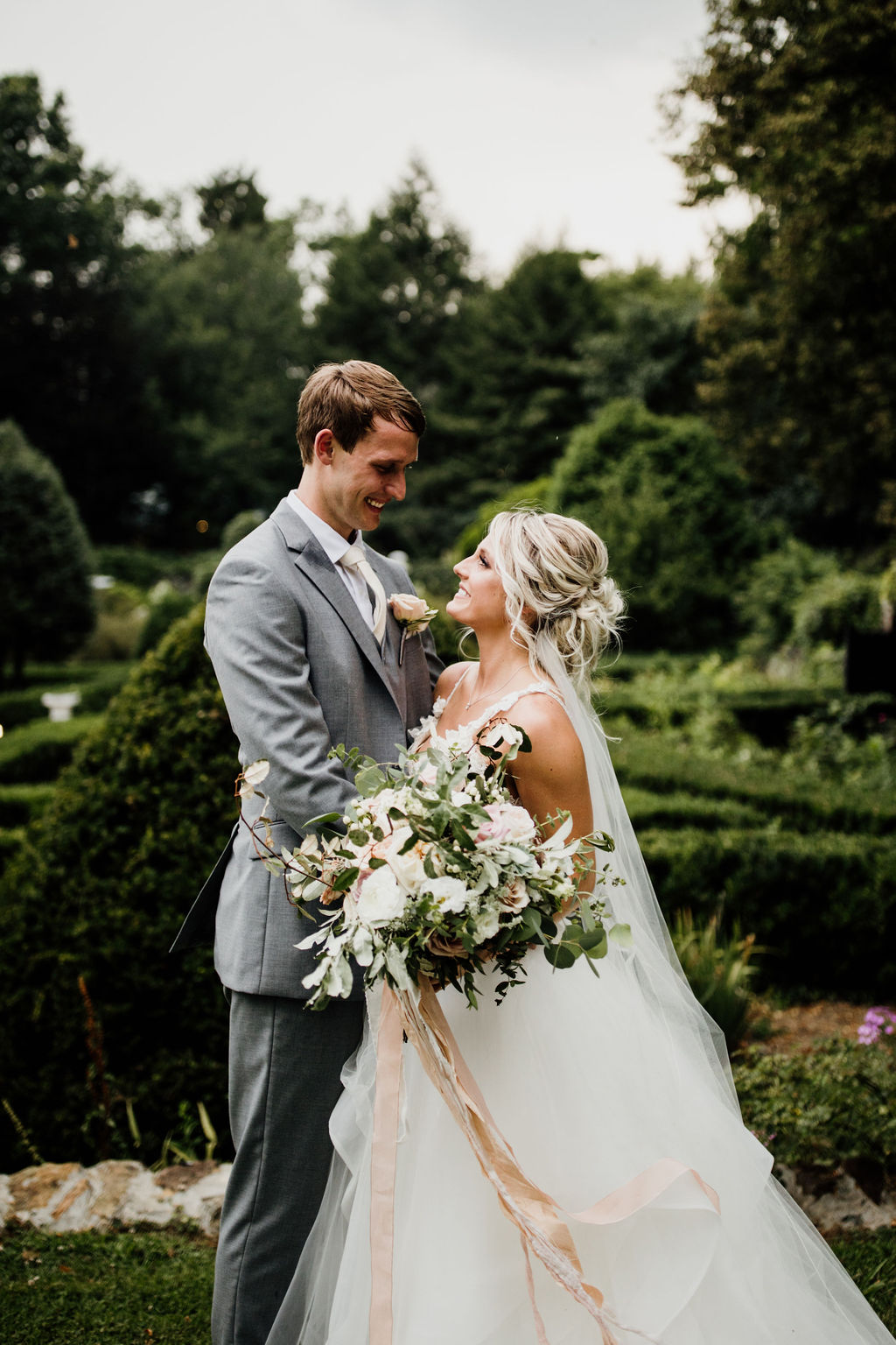 Picture Perfect… - With a couple and setting as beautiful as the Airlie Gardens, there was no way for us not to fall in love with all of their photos!