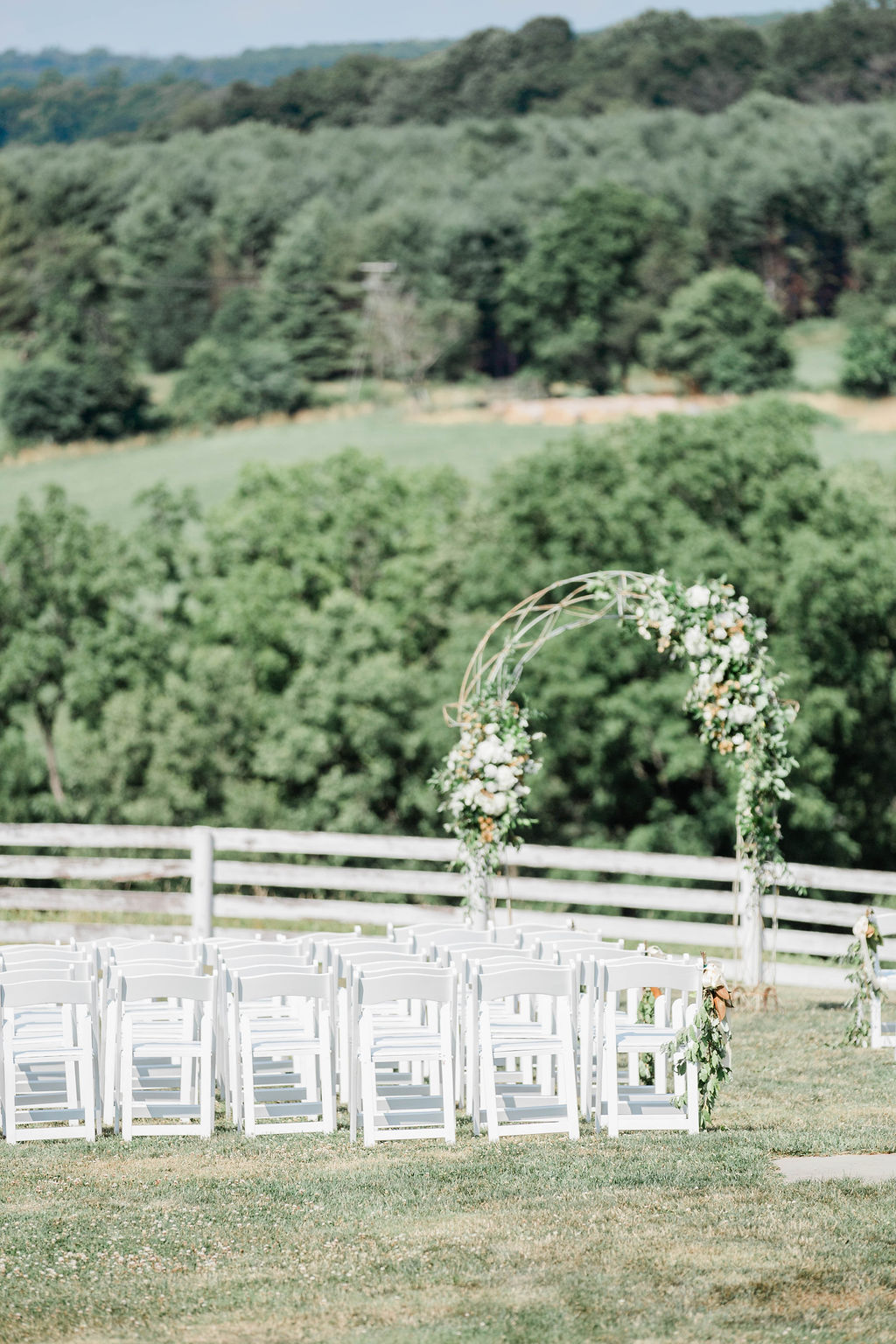 Charming backdrop… - The Blue Hill Farm B&B was the perfect setting for Rachel & Patrick on their sunny wedding day!