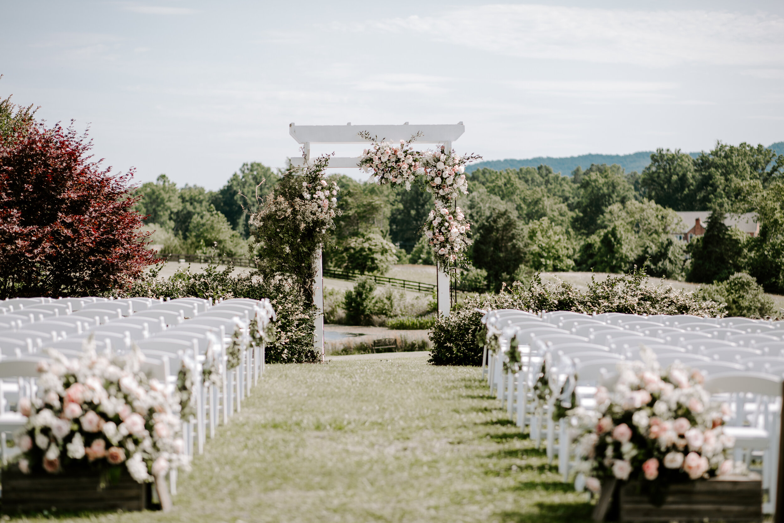 An amazing View - We loved the color pallet Katelyn & James choose for their wedding. All the romantic rosy tones, mixed with white and greenery, looked so gorgeous with Walden Hall as the backdrop!