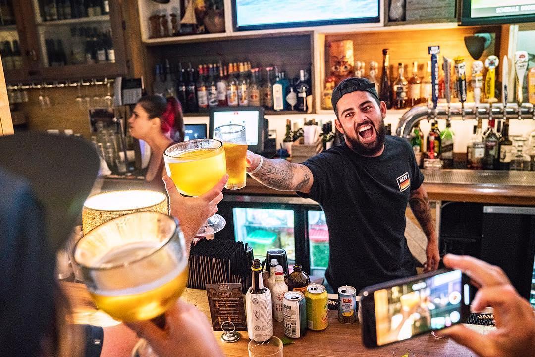 10Barrel-cheers.jpg
