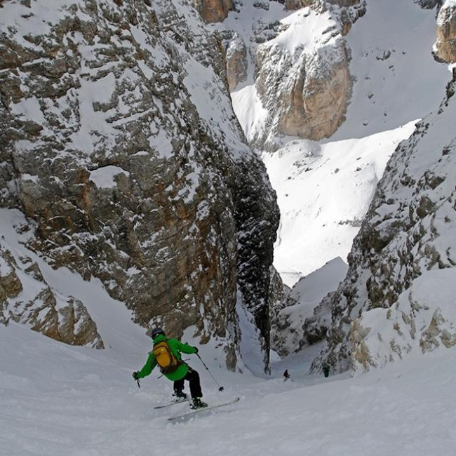 Skiing Italy couloir Dave Simpson Verde Brand Communications.jpg