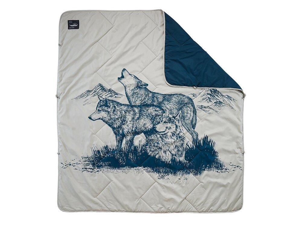 gifts-every-vanlifer-wants-thermarest-argo-blanket.jpg