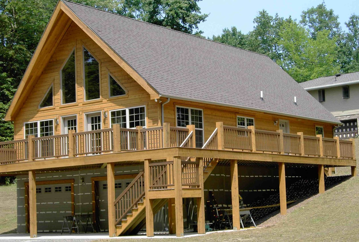 Composite and Cedar deck on Chalet