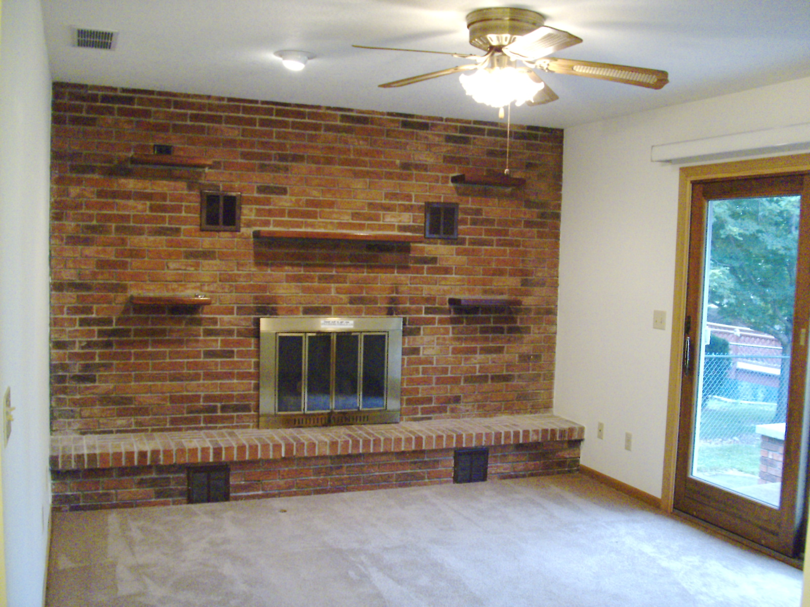 1741 fireplace in LR.JPG