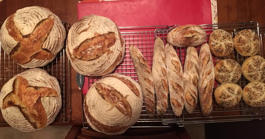 Boules and demi baguettes.