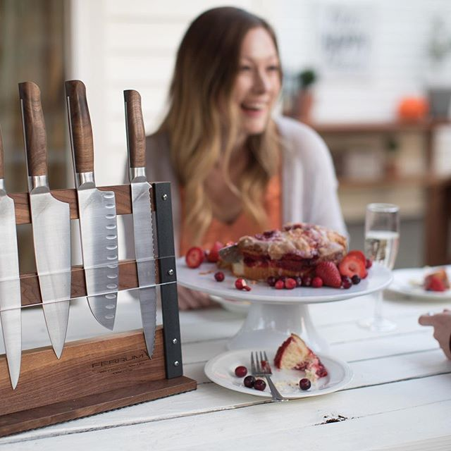How gorgeous are these locally crafted knives by @ferrum.technology? ⠀⠀⠀⠀⠀⠀⠀⠀⠀ #mcminnville #visitmcminnville #nightmarket #craftfair #shoplocal #holidayshopping #makerspace #pdxholiday #shopsmall #traveloregon #locallymade #giftideas #knives