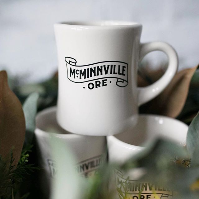 Proud of our roots! Feeling blessed to be part of such a vibrant community. 👏🏼 ⠀⠀⠀⠀⠀⠀⠀⠀⠀ The @mcminnvillenightmarket is the perfect occasion to come discover our festive and charming town @visitmcminnville. Locals - make it a night out in town with an intimate concert by @_weathermachine and some @westmountwine by @nwwineco 🎤🍷 ⠀⠀⠀⠀⠀⠀⠀⠀⠀ You can also get your hands on some McMinnville swag made by @typeapress! ⠀⠀⠀⠀⠀⠀⠀⠀⠀ #mcminnville #visitmcminnville #nightmarket #craftfair #shoplocal #holidayshopping #makerspace #pdxholiday #shopsmall #traveloregon #locallymade #livemusic #intimateconcert