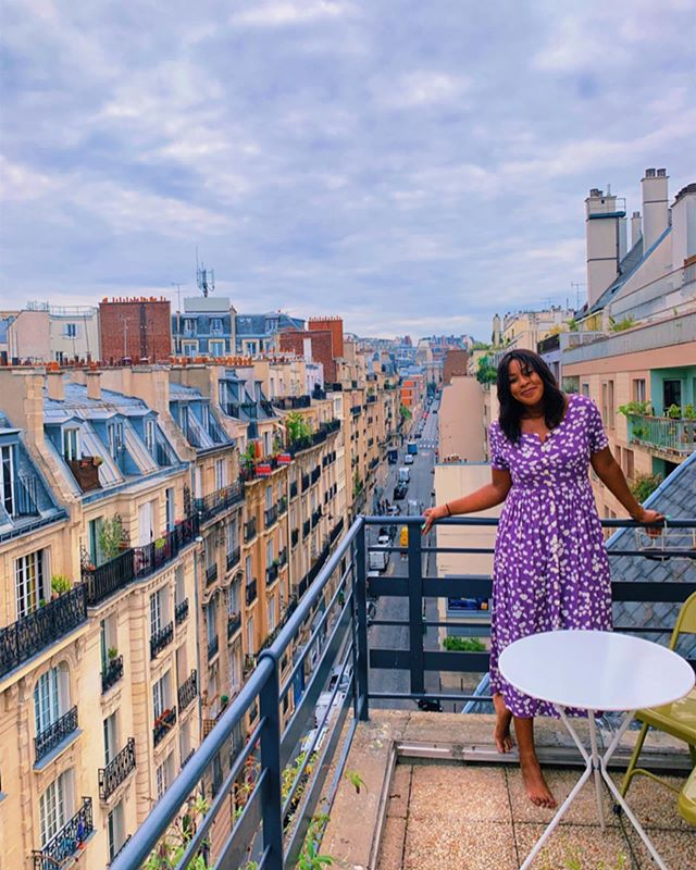 when you want to be très chic but the wind has other plans. Paris for the next five days! 🇫🇷 . . . . . #eurotrip #vacation #holiday #travel #travelnoire #nomad #photography #vintage #rooftop #terrace #paris #france #montmarte #europe #followfriday #hotel #airbnb #hamilton #musical #gratitude