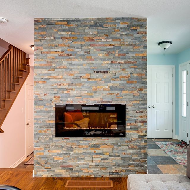 Home owners decided to go with an electric fireplace to fit in there cozy 2 story cottage. The different colours on either side make it an interesting view @cgardinerphoto . . . . #fireplace #fire #electricfireplace #electricfireplaces #fireandice #mondays #twostoryhouse #relax #stone #stonework #culturedstone #customhouse #customhomes #customfireplace
