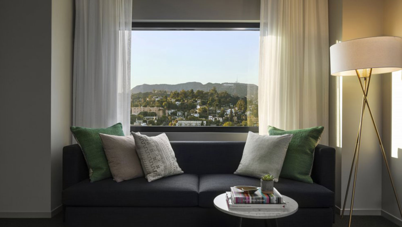 sofa-in-hollywood-hills-king-room-everly-e7885be6.jpg