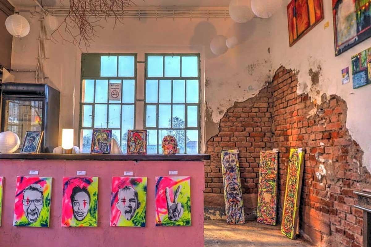 Kunstscheune - Der perfekte Ort für kreative Menschen oder die die es werden wollen. Lass Dich und Dein Team mitreisen und in die Welt der Skulpture, Farben und Gefühle entführen.