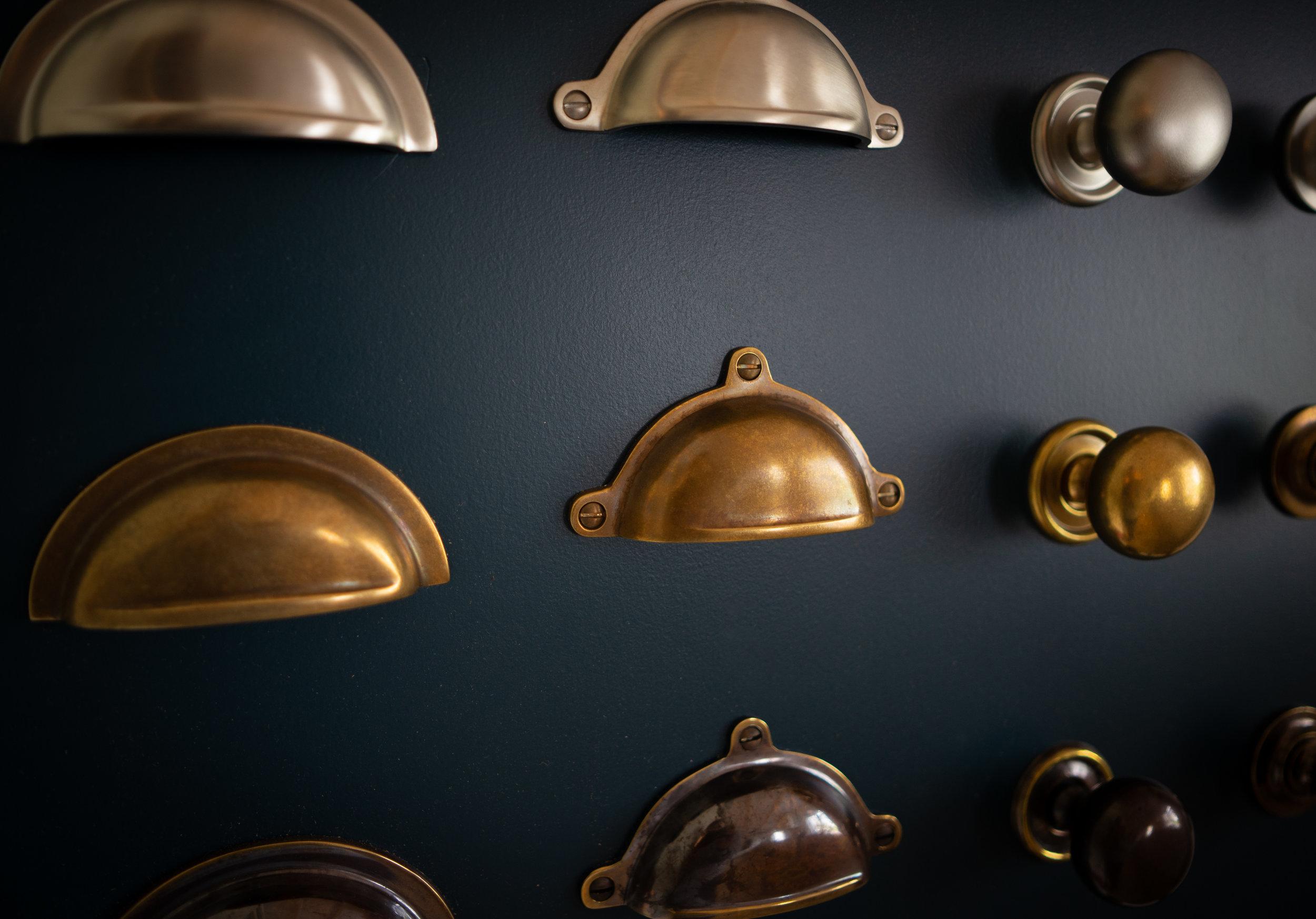 knobs & handles -