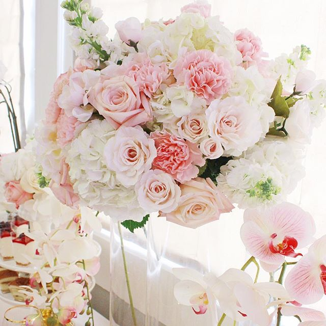 Perfect way to start this Spring! Pink florals I styled for the wedding this past weekend 🌸🌷