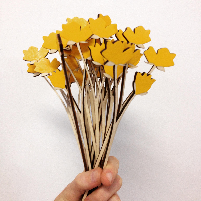 Anna-Wiscombe-making-flowers.JPG