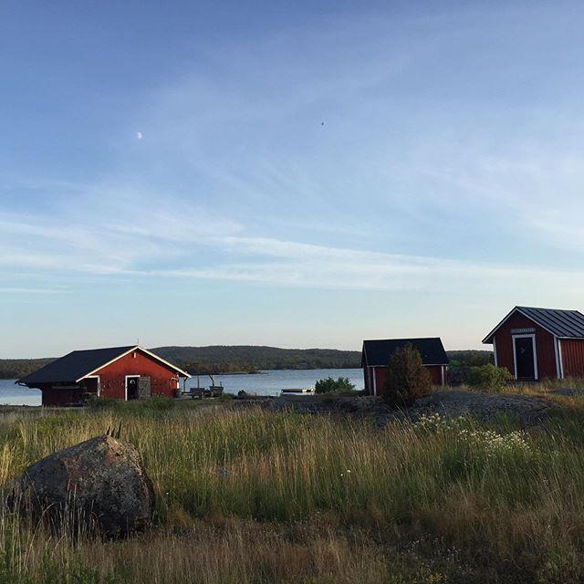 Long days, fresh air and space to create. Back on Silverskär in Åland, an archipelago between Sweden and Finland, with @lottajansdotter #lottasworkshops 💕 ⚓️ @silverskaraland  #mycreativelife #visitaland #creativehappylife #lottajansdotter #traveldeeper #traveldiary2019 #thecreativeedit