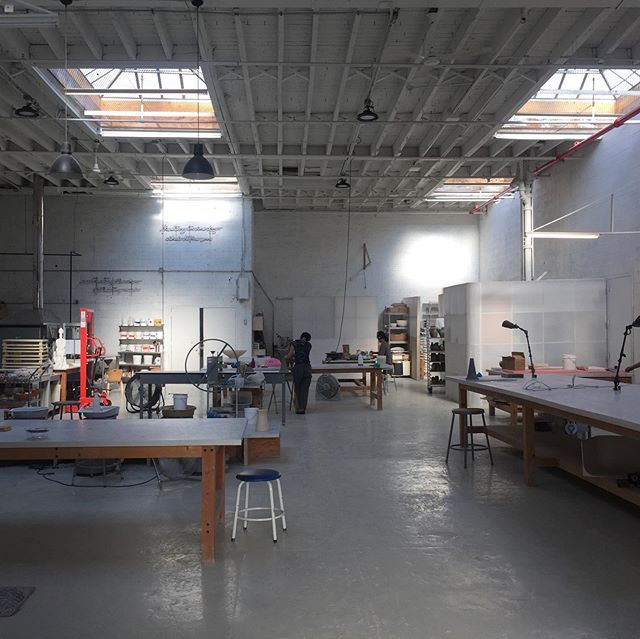 "A former car factory in Long Island City, Queens #NYC was converted into ceramics and sculpture centre @sculpturespacenyc by co-founders Andrew Kennedy and Magda Dejose @mmagda_dejose 💕  Make the trek to semi-industrial LIC for workshops and exhibitions in this airy space, cleverly outfitted on a budget with materials like corrugated plastic space dividers.  From their website: ""Our facility offers 8,500 square feet of individual and shared workspaces, 22' high ceilings, natural light, clay 3D printer, potters wheels, two slab rollers, two clay extruder, four top loading electric kilns, one 48.5 inch tall front loading Thermal Logic electric kiln, and one 18 cubic ft Gas Kiln."" 😮  #thecreativeedit #seenbycharlene #nycceramics #creativespaces #ceramicsstudio #ceramiclovers #ceramicsclasses #potteryclasses #ceramicsworkshop"