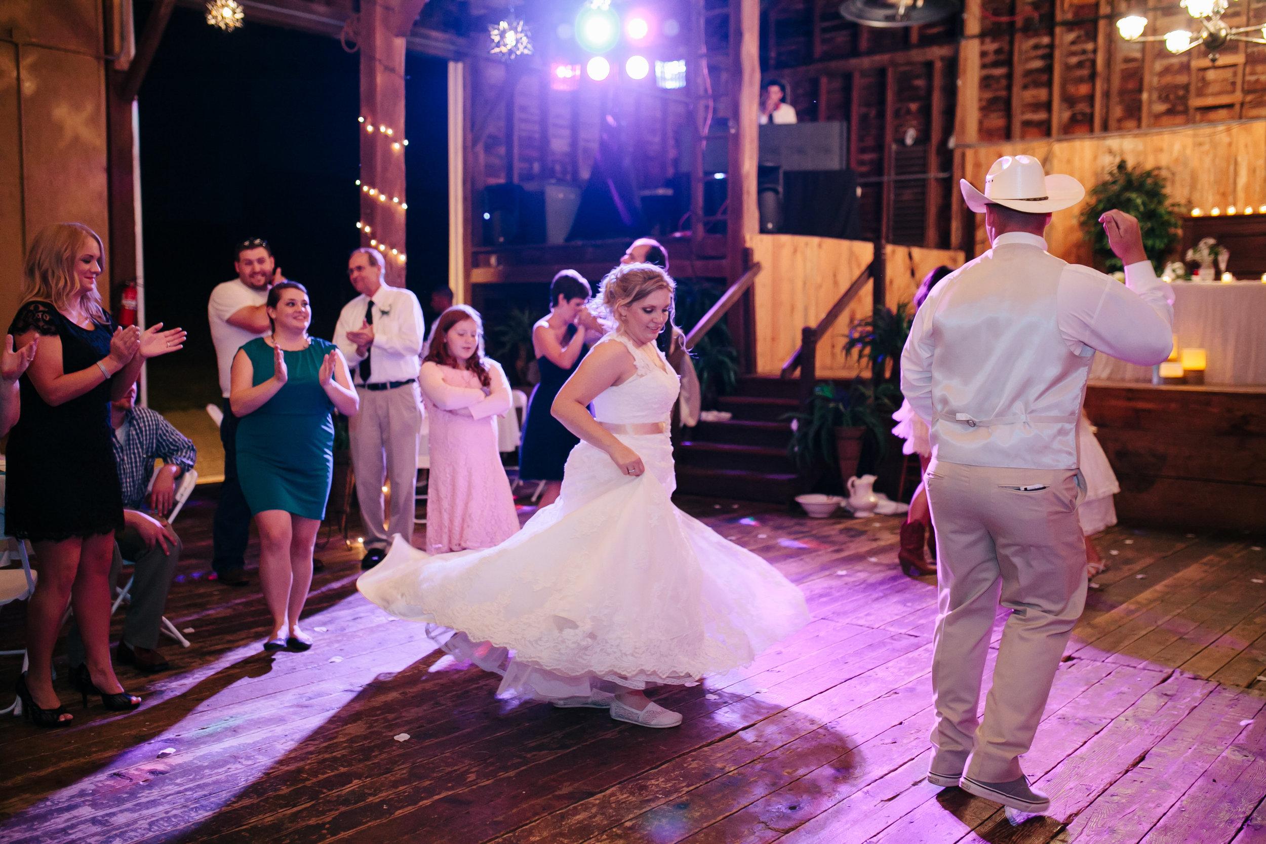 Hearne Wedding | Spring Meadows Farm, Mt. Solon |  Simply Memorable Photography
