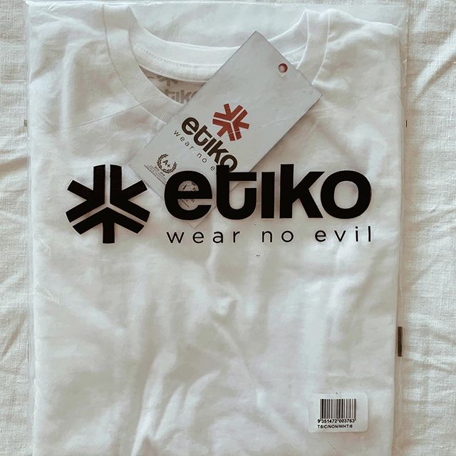 🌟ETHICAL🌟 Fairtrade? ✅ Certified organic? ✅ Towards carbon neutrality? ✅ Cruelty free? ✅⁣⁣ ⁣⁣ If you are looking for ethical kids cotton t-shirts, I highly recommend @etiko_fairtrade. They come in a variety of colours to suit your little eco-warrior! ⁣⁣ ⁣⁣ At $20 each, it's an affordable option. The impossibly cheap alternatives are just that - impossible. There is no way to produce a $2 or $5 tee in a sustainable or ethical manner from a people or planet perspective. ⁣⁣ ⁣⁣ And...the packaging is biodegradable and compostable! Yippee! 💚⁣⁣ ⁣⁣ -Adrienne xx