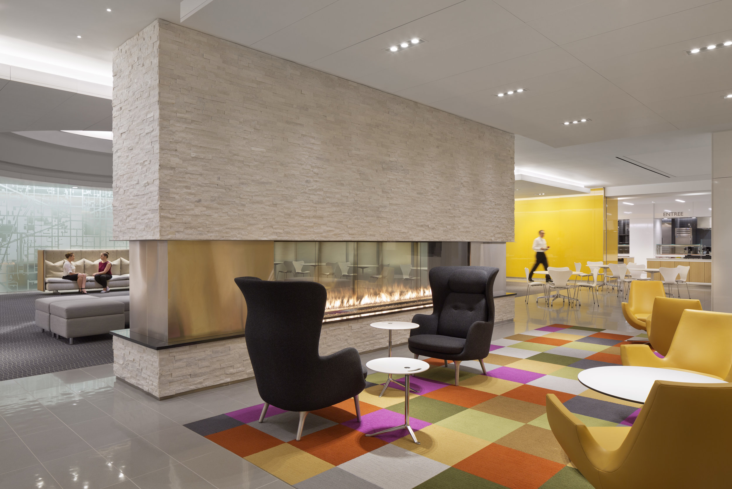 Original pieces in the    Sidley Austin LLP    offices. Photo: Michael Moran