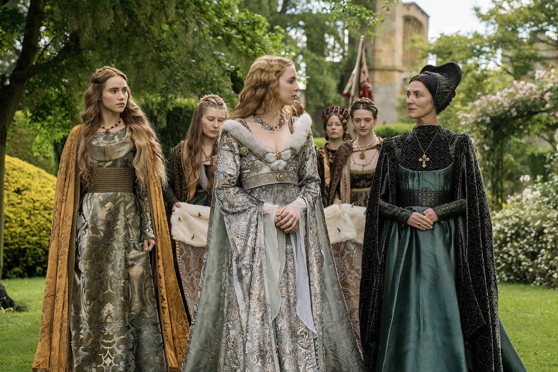 SukiWaterhouse(CecilyOfYork)JodieComer(ElizabethOfYork)MichelleFairley(LadyMargaretBeaufort).jpg