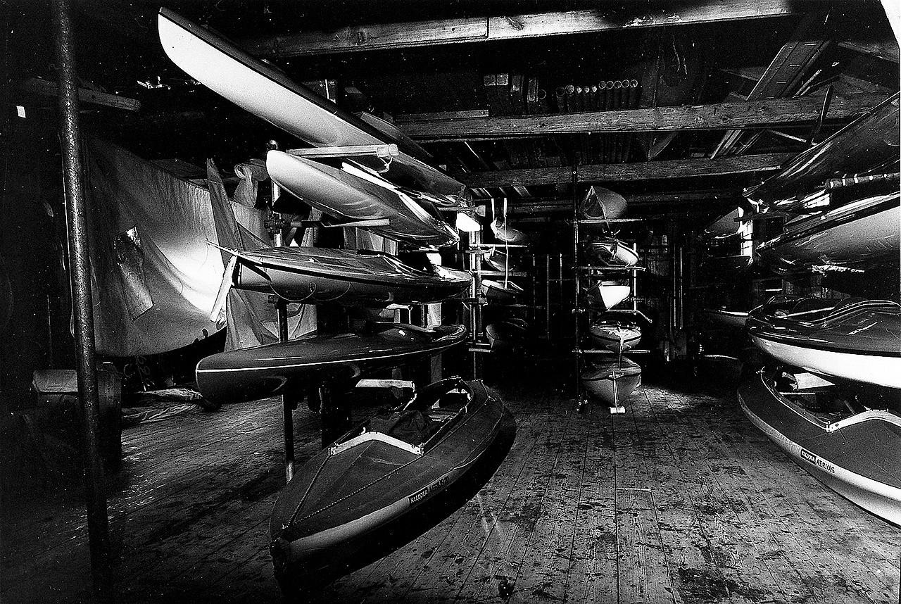 Kanoterna i båthuset, en septemberdag 1980.  Foto SSHM.