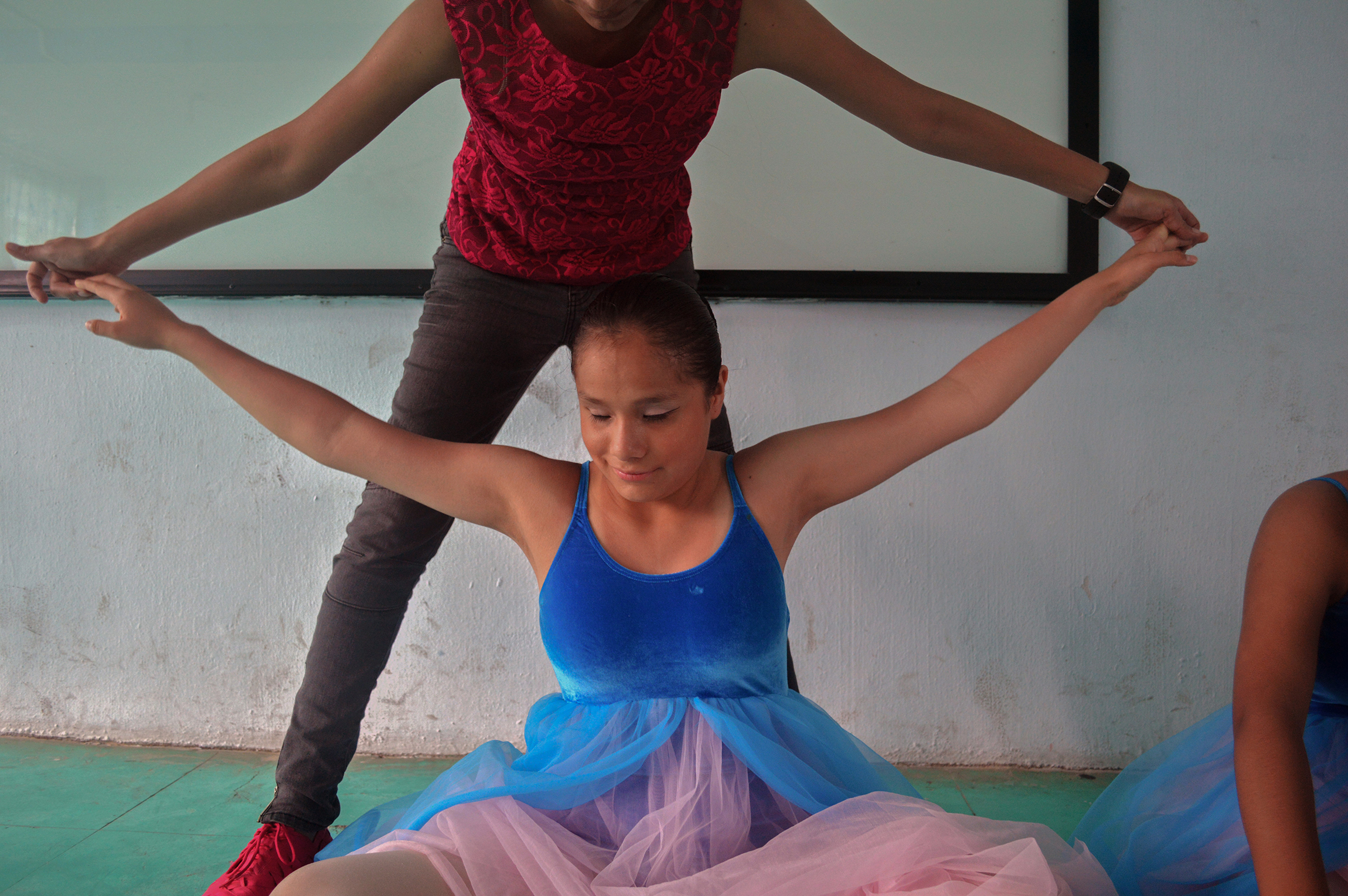 Lorena Nieva guides Pati as she stretches before her performance