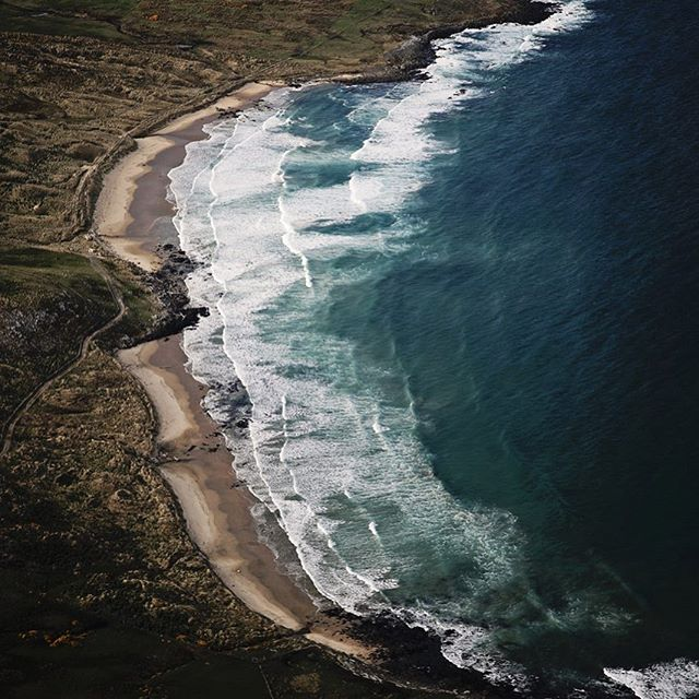 Anyone recognise this stunning coastline? Hint captured from fixed wing plane somewhere in #mysouthland #notadroneshot #ruggedcoastline #mysouthlandstory #whereami