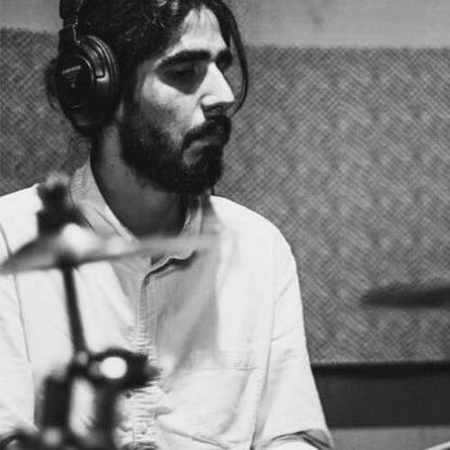Armando Godínez - FILTHY GRASSHOPPERS / PINGÜINITOS STUDIO- Baterista, bajista y productor de audio para la industria musical y de entretenimiento.- Ingeniero de grabación multi-género en proyectos de Rock, Pop, Jazz, Indie Rock y Electrónica.- Co-fundador de Caliopo, plataforma que busca unir a artistas con posibles fuentes de financiamiento.
