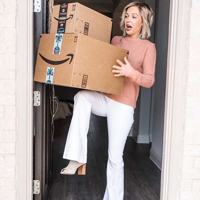 Saturday is a day for deliveries around here. My goodness if y'all knew how much this girl loves #amazonprime. Any one else have a serious obsession? 🤔 I'm always looking for cute clothing finds. 🛍 ✨Comment and share below so we can all share some of our favorite sellers and places to shop. Mine are in the comments. 👇🏼 . . . . . #onlineshopping #affordablefashion #fashionfinds #styleblogger #stylefinds #socialsavvyinfluencer #influencermarketing #styleinspo #onlineboutique #onlineshopping #delivery