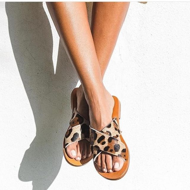 It's been a minute! 〰️ closer HQ has been buzzing with some exciting projects soon to be launched and more amazing things in the pipelines!  I'm now taking bookings for June so step those super cute leopard slip-on sandals my way and book your piece of online paradise 🕶️  📸 @hollyandhide