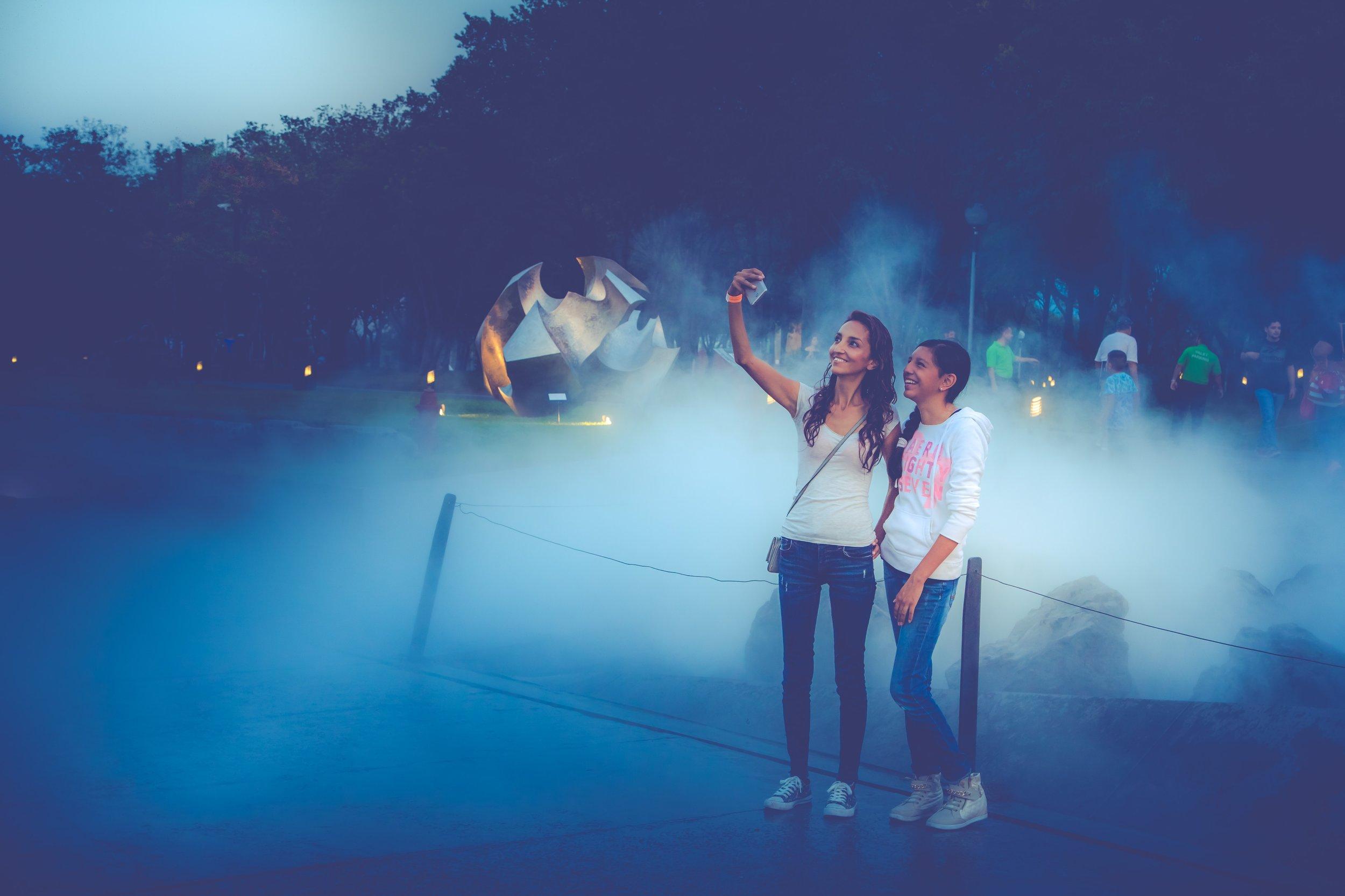 girls-people-selfie-979075.jpg