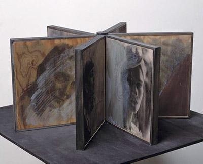 Timebog, 2004, træ, fotoemulsion, akryl
