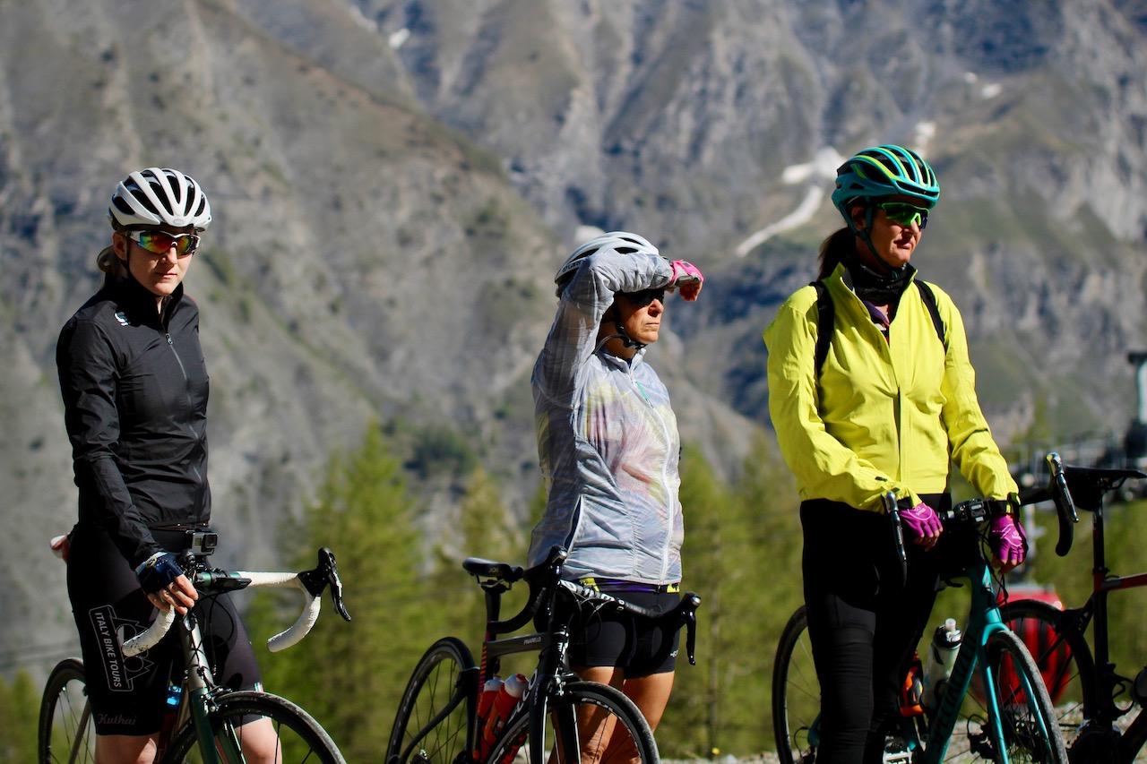 italy-bike-tours-riders-in-waiting.jpg