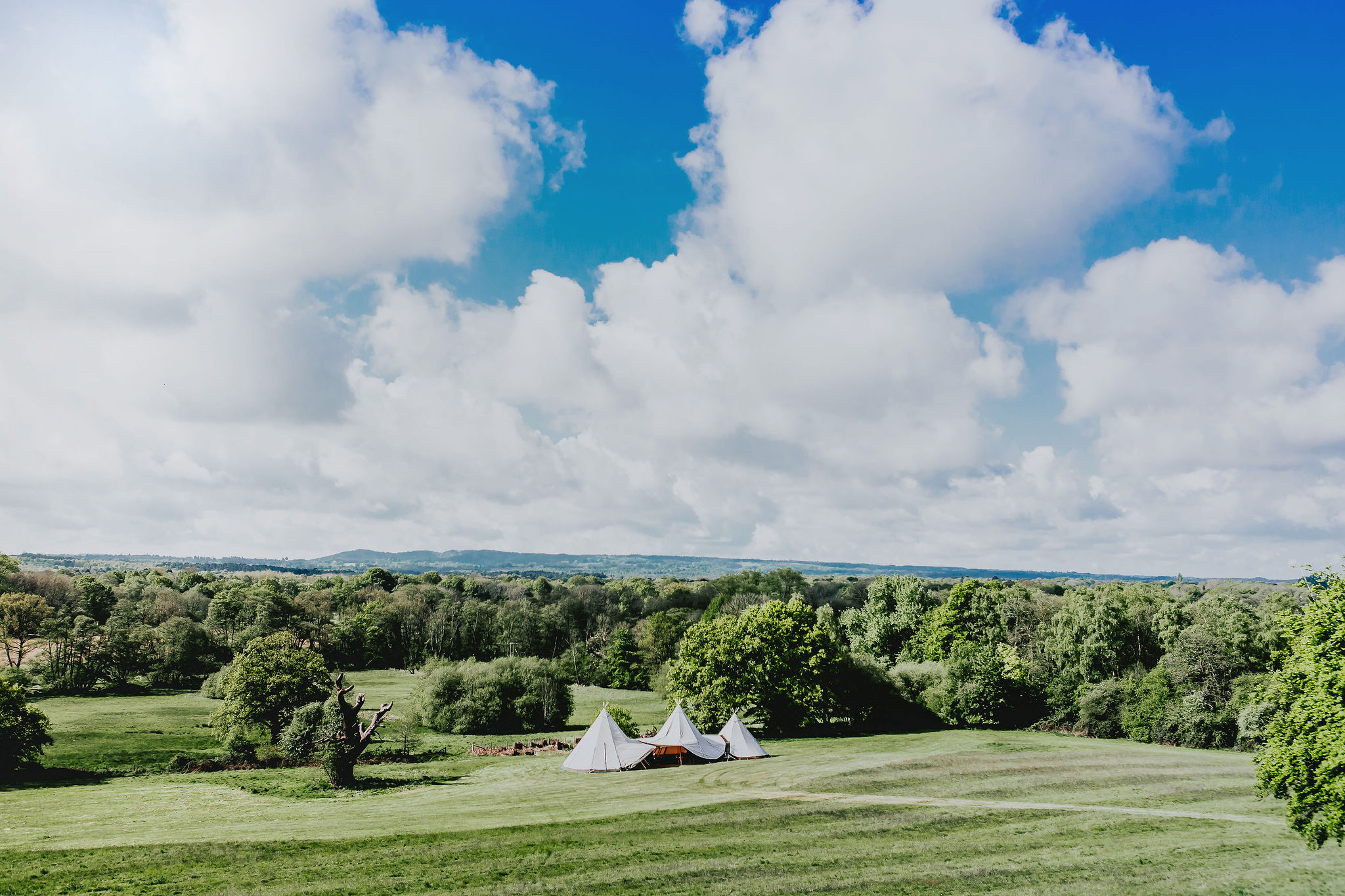 canvas-and-light-white-giant-tipi-hire.jpg