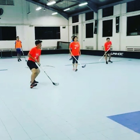 Presenting our Adults Team, all families of floorballers, ending the workweek in the best way ever! - - - Our Smollies with one of their many ways to use the SMOL blocks 🛏😂😂 - - - This marks the end of the term and start of the June Holiday!  Looking forward to our first SMOL FLOORBALL CAMP on 17 June!  #smolteambighearts #floorballcamp #smolfloorball #funsports #community #families #sgfloorball #holidays #exel #unihoc #zonefloorball #floorball