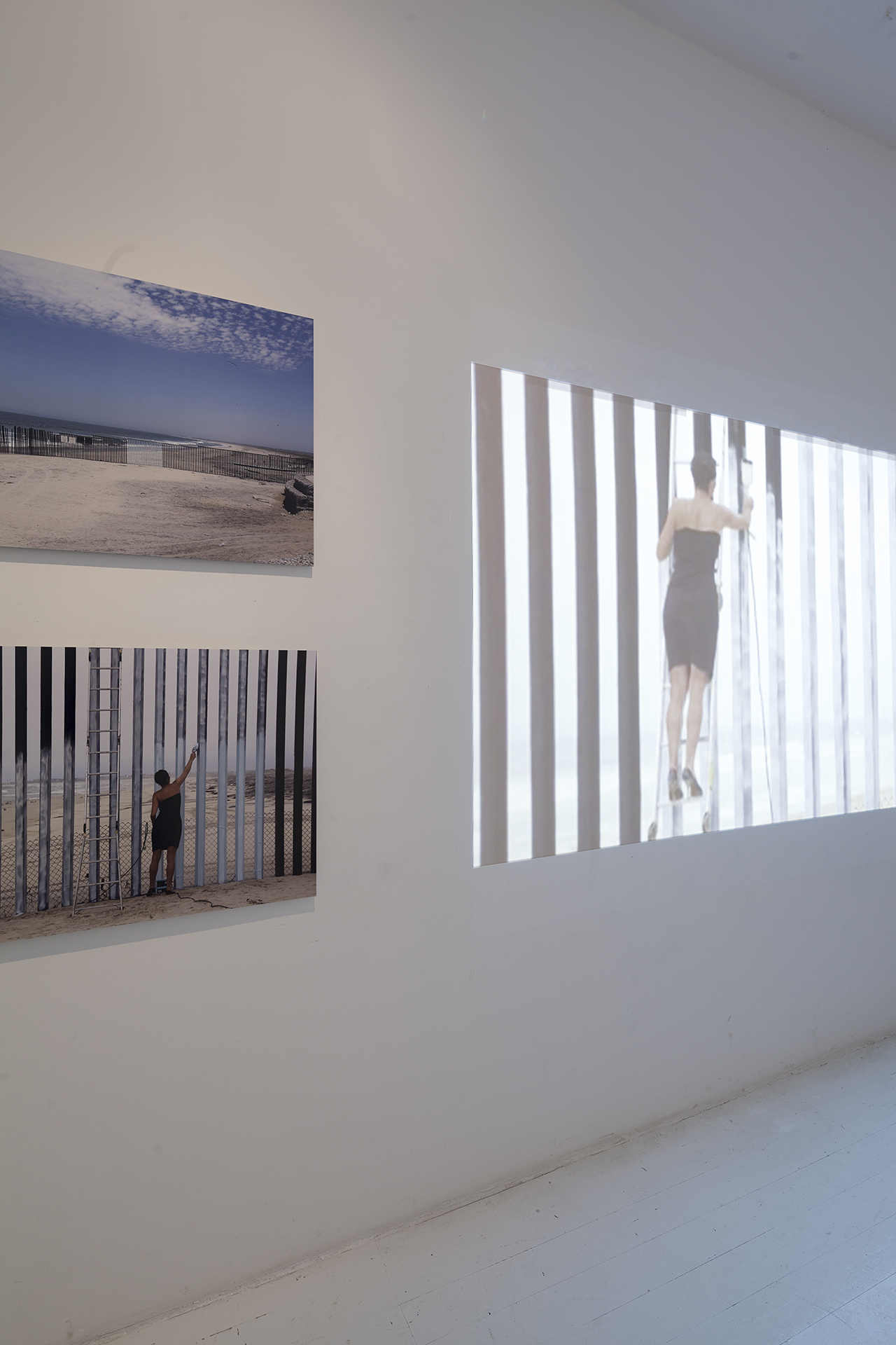 Hinterland GRENZ ERFAHRUNG_Ana Teresa Fernandez Borrando la frontera 2015 copyright Jakob Winkler hinterland.jpg