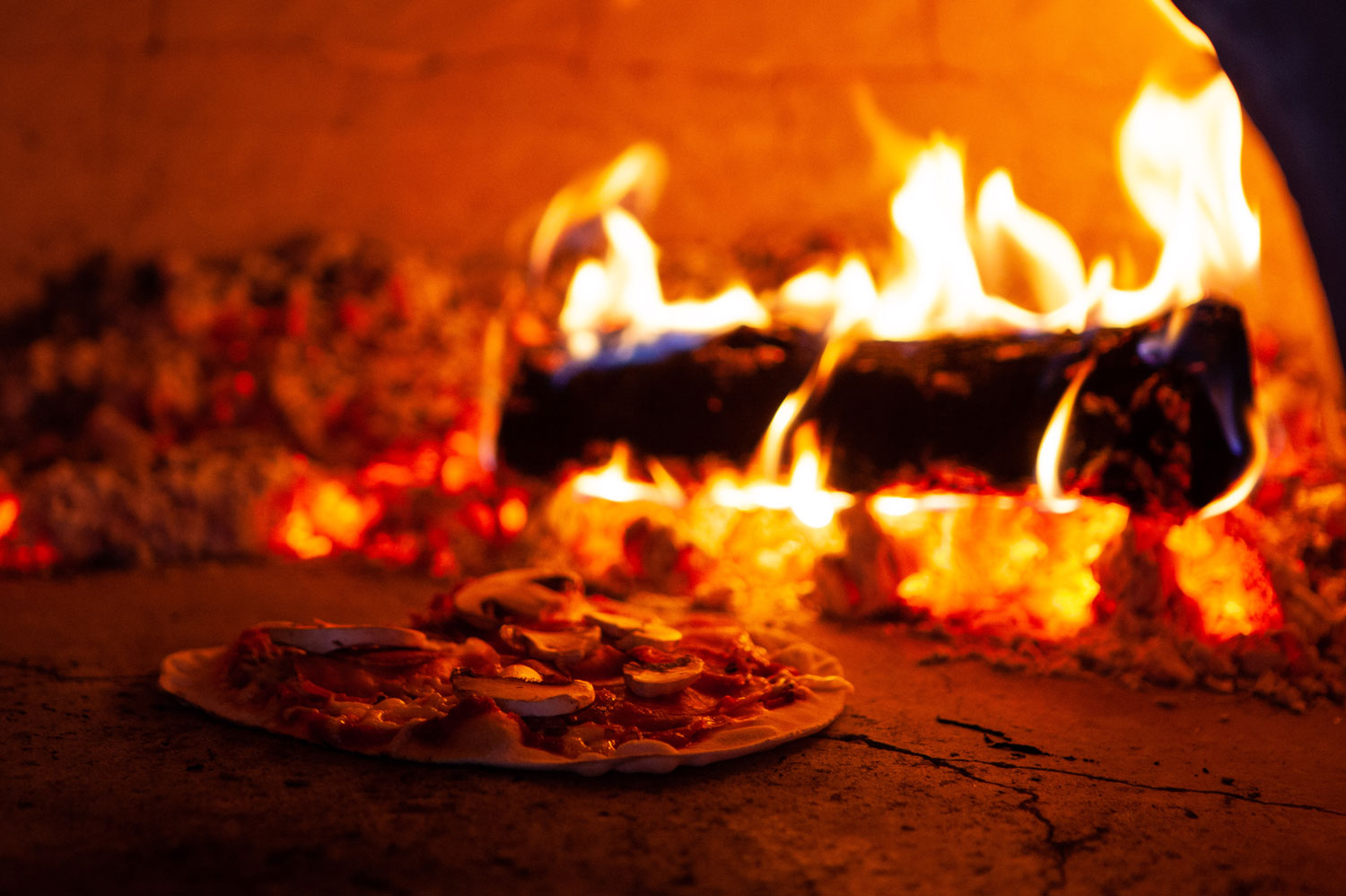 16:00 - 21:00Outdoor Pizzeria is Open - The outdoor pizza oven is hot, hot, hot, and the pizzeria open for business.