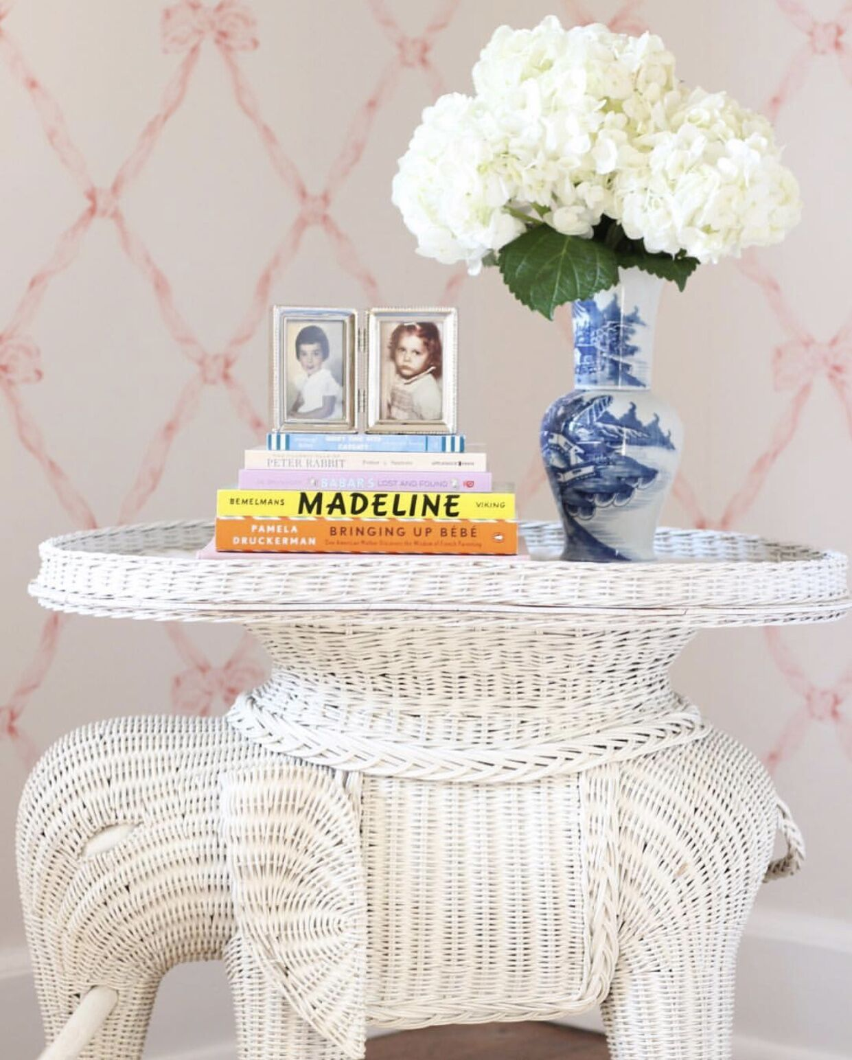 Stuffy Muffy Home Interior Bow Wallepaer Hydrangea and books