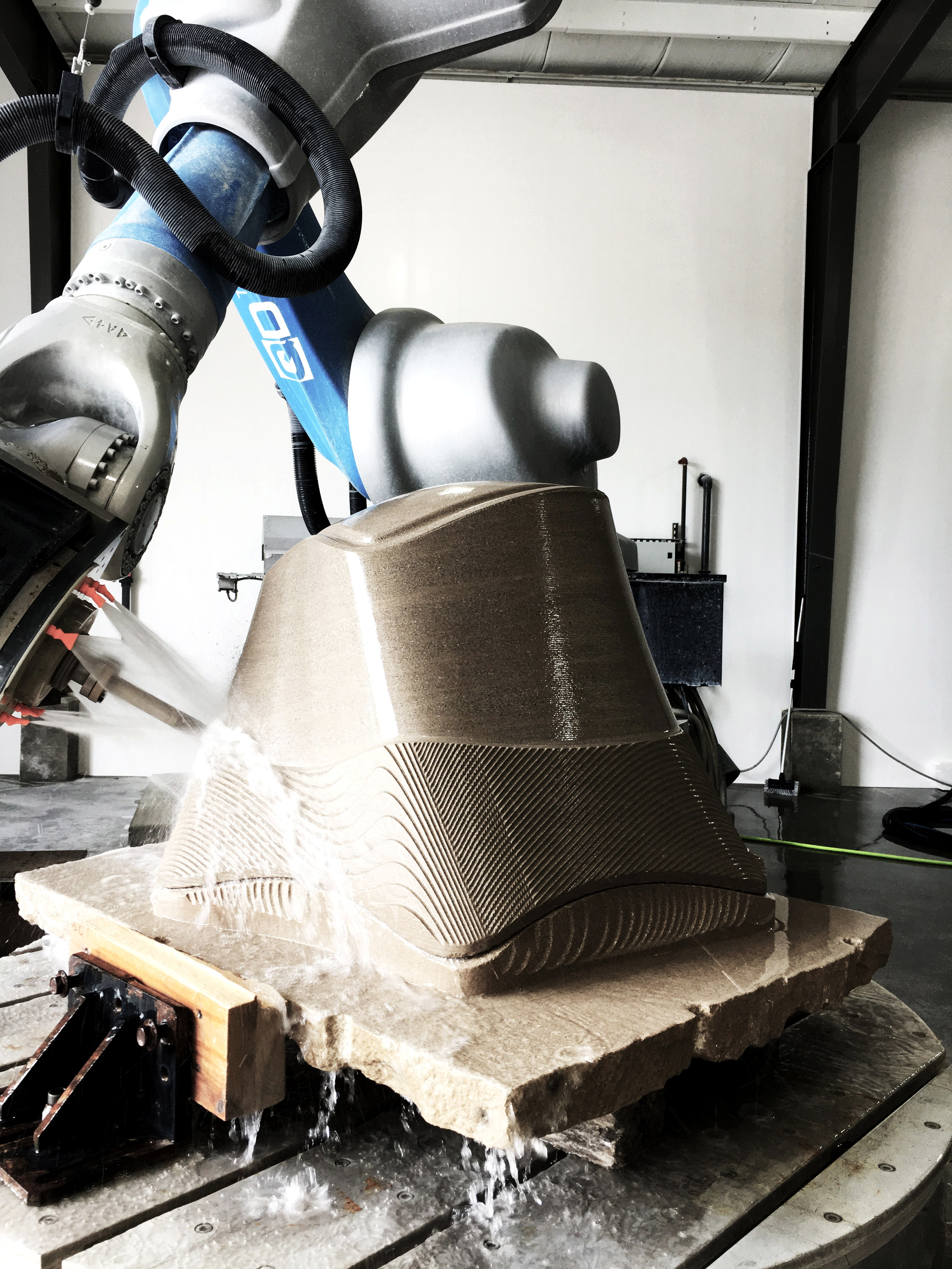 Robotic Fabrication - in Increment Post tensoning of Stone