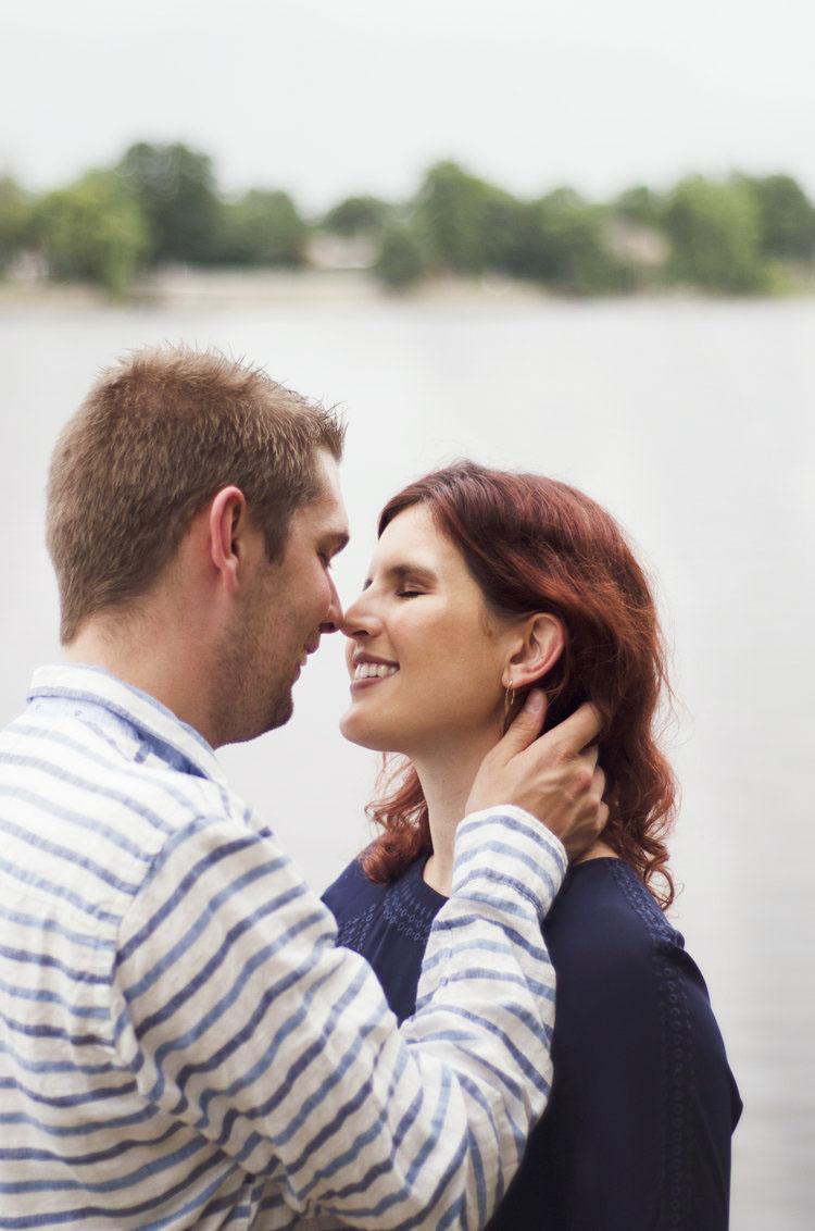 SÉANCE PHOTO DE COUPLE - Profitez de notre séance de couple pour éterniser l'amour que vous éprouvez envers l'être qui vous est cher. Il vous sera même possible de réaliser des portraits individuels.À partir de 150$ pour séance de 45 minutes. 35$ / retouche additionnelle.