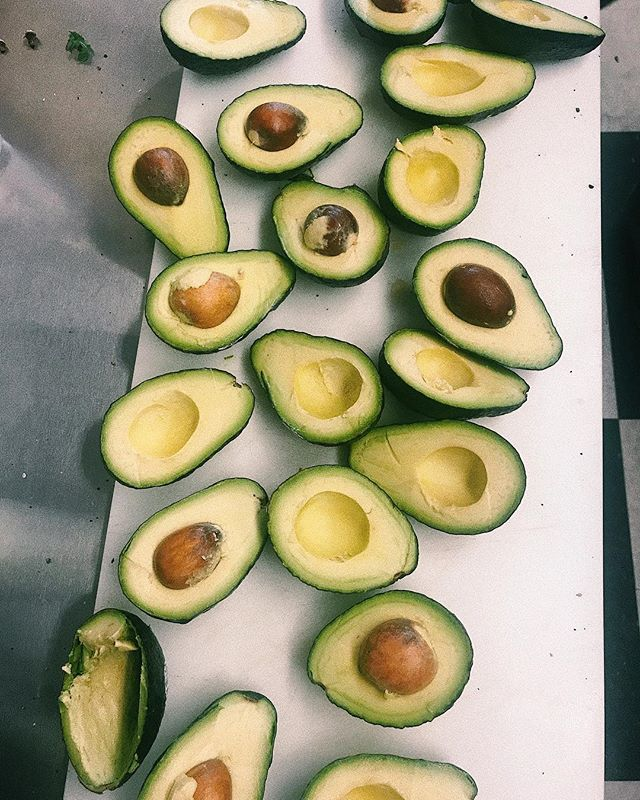 Happy Sunday! We're smashin n mashin these Avos all day long for our breakfast sammies! 🥑🥑🥑