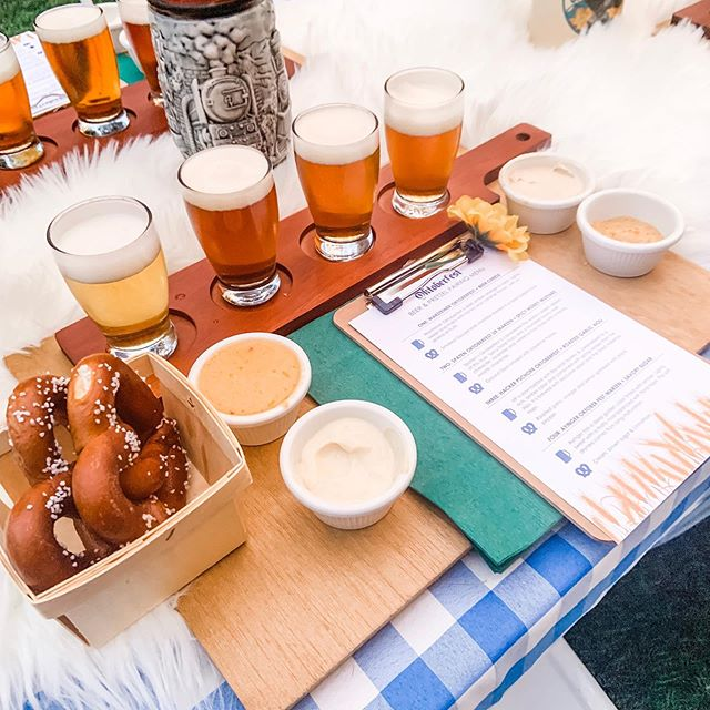 What is your favorite Oktoberfest beer🍺? At our annual Oktoberfest party this year we tried 4 new ones and paired each with different pretzel dips ... it was awesome! My favorite was the @summitbeer variety and my homemade hot honey mustard. For each tasting station I made these wood chargers to tie everything together and I love them so much I'll definitely be reusing them for another party! • • • #diyitsfallohmy #beertasting #beerflight #beerflights #beertasting #pretzel #pretzels #hotmustard #oktoberfestparty #fallparty #backyardparty #partyideas #tablescape