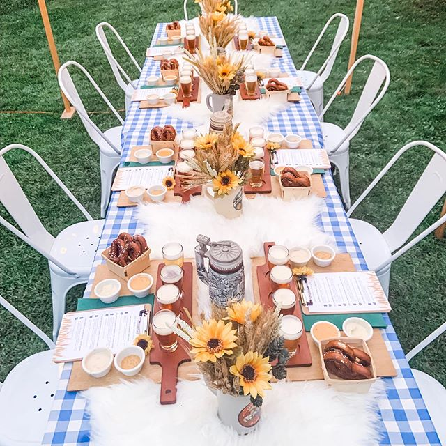 Outside dinner parties are so fun ... there is a magic to gathering around a long table with all your friends and family in the great outdoors. We had fabulous fall weather for our Oktoberfest pretzel & beer tasting this year. So fun dressing the table with different textures! • • • #oktoberfestparty #backyardparty #tablescape #outdoortable #diyparty #beertasting #rusticpartydecor #partyplanner #partyideas #partytheme #eventdetails #tablesettings