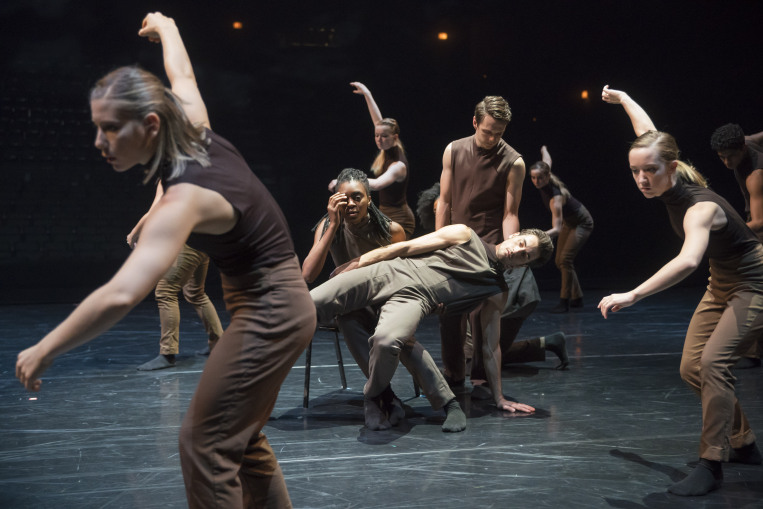 Hubbard Street and HS Pro dancers in Peter Chu's  Space, In Persepctive.   © Todd Rosenberg