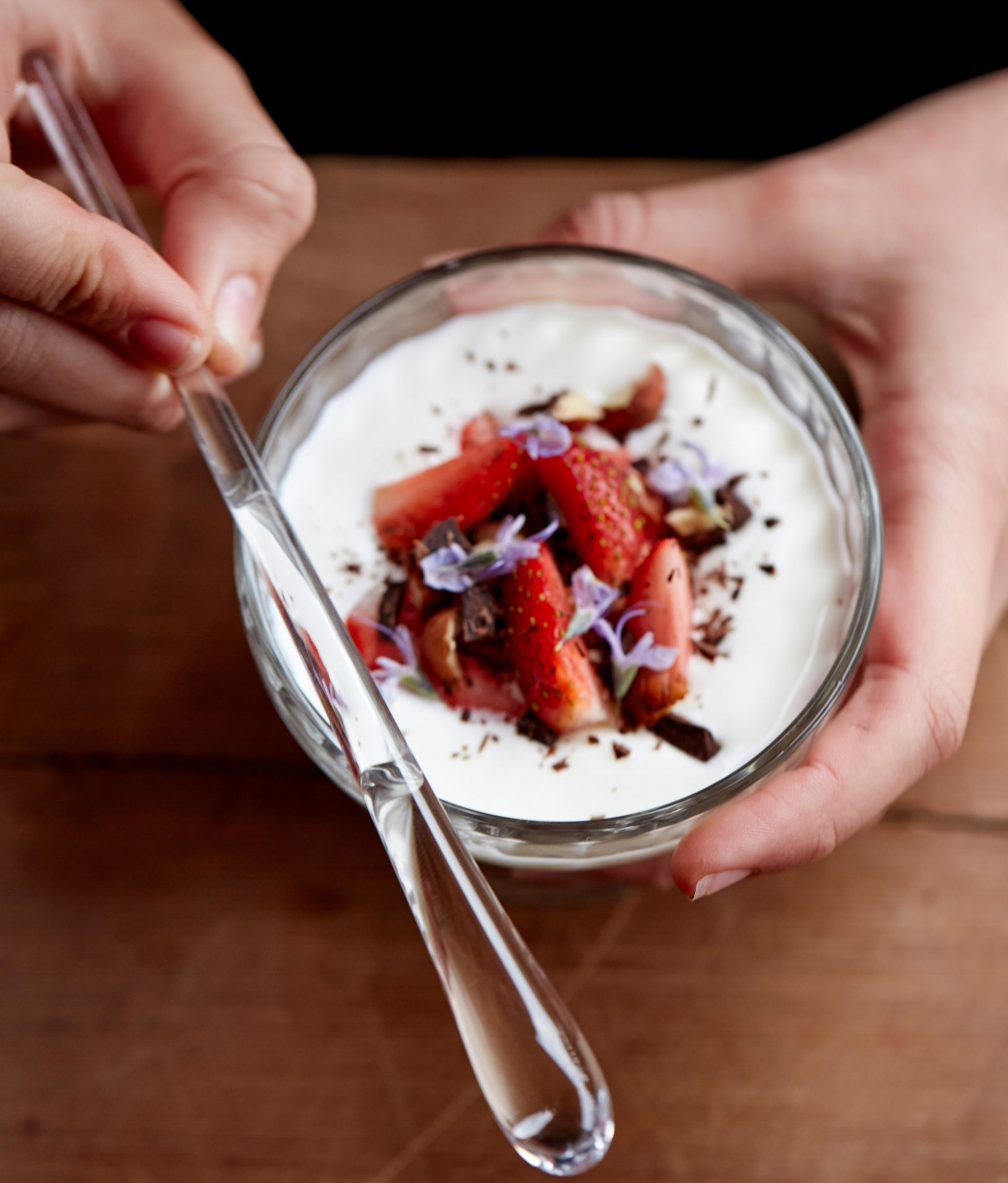 Finger-shaped Goûte spoon Could Make Food Taste Better - DEZEEN