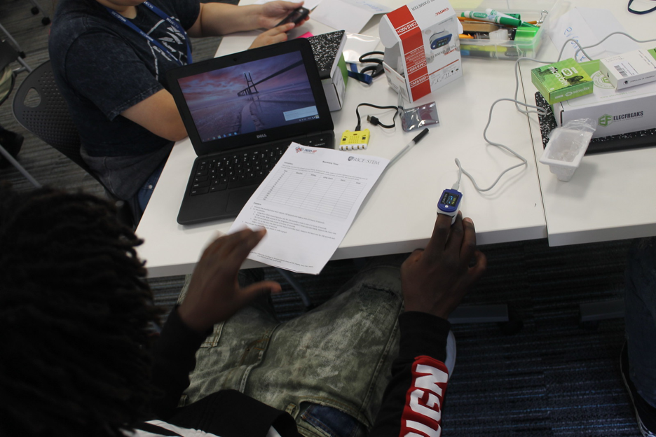 Computing for Health students using pulse oximeters