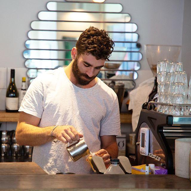 Master at work 😻☕️ . . . . #sydney #sydneyeats #sydnyelocal #doublebay #easternsuburbs #littlejeandoublebay #breakfast #lunch #dinner #seafood #dinner #sydneyfood.