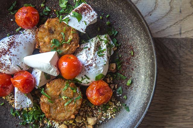 Little Jean classic // Soft eggs, hashbrowns, dukkah, feta, lemon, cherry truss . . . . . #sydney #sydneyeats #sydnyelocal #doublebay #easternsuburbs #littlejeandoublebay #breakfast #lunch #dinner